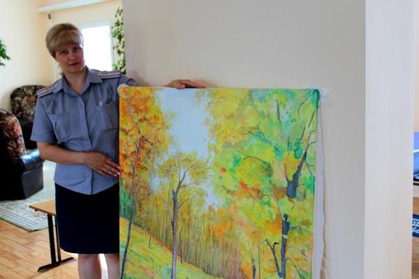 В шаховской женской колонии осужденные освоили технику ручной росписи ткани