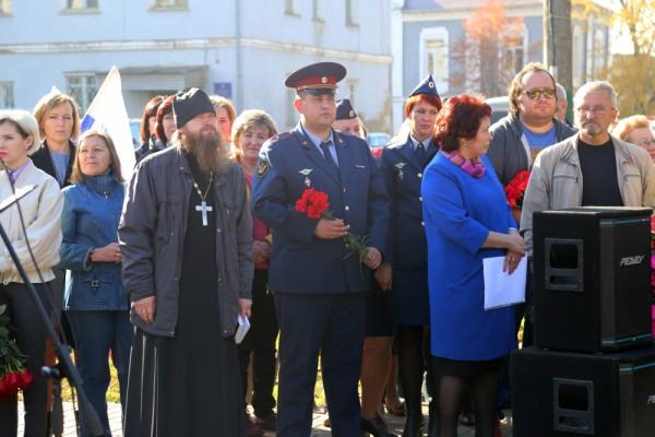 Сотрудники КП-7 УФСИН России по Орловской области приняли участие в  церемонии перезахоронения останков неизвестного солдата на территории мценского сквера