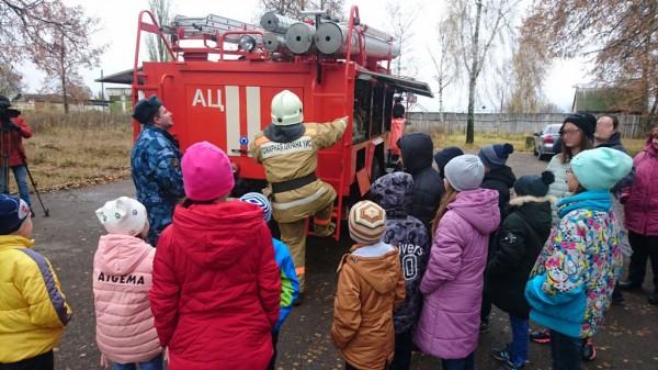 Сотрудники ИК-2 УФСИН России по Орловской области организовали праздник для детей из социального реабилитационного центра для несовершеннолетних г.Ливны