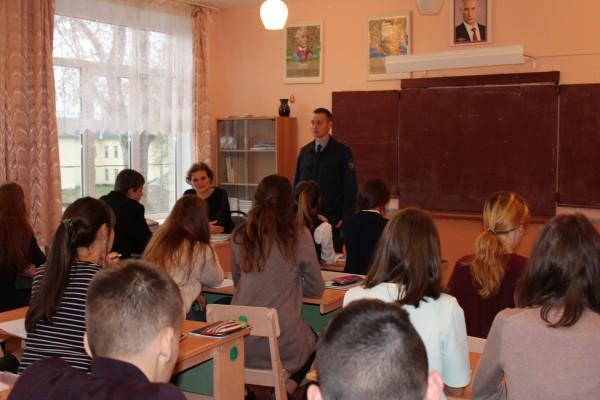 Сотрудники ИК-6 УФСИН России по Орловской области выступили перед учащимися общеобразовательных школ